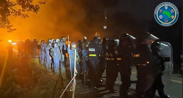Fuerza Pública con la ayuda ciudadana  logró levantar bloqueo y evitó actos vandálicos en Bajo Los Rodríguez de San Ramón, zona norte