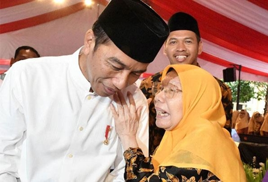 Terobos Paspampres, Nenek 78 Tahun Peluk dan Doakan Jokowi