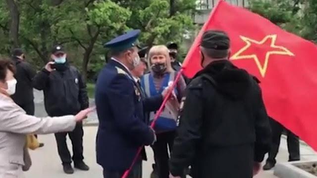 На Украине у ветерана в День Победы отняли флаг со звездой