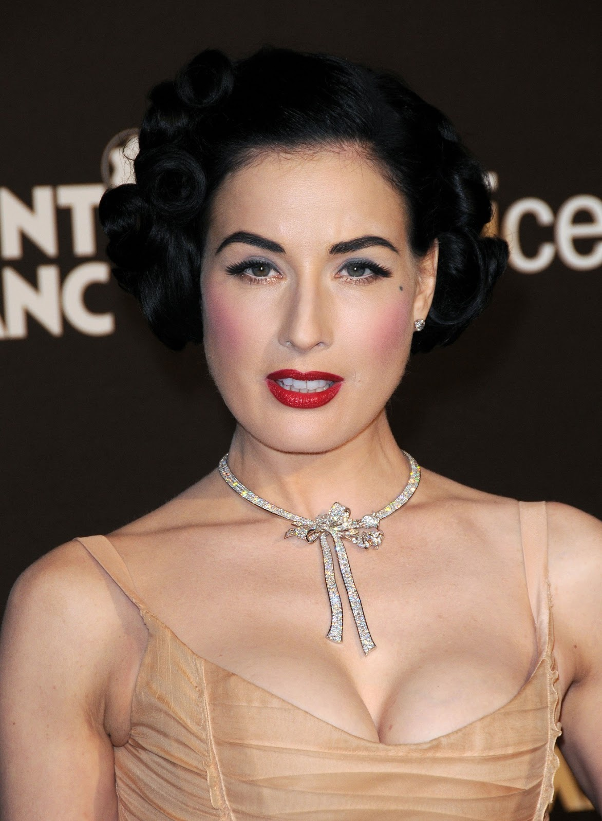 Dita Von Teese Hot Hd Wallpapers High Resolution Pictures