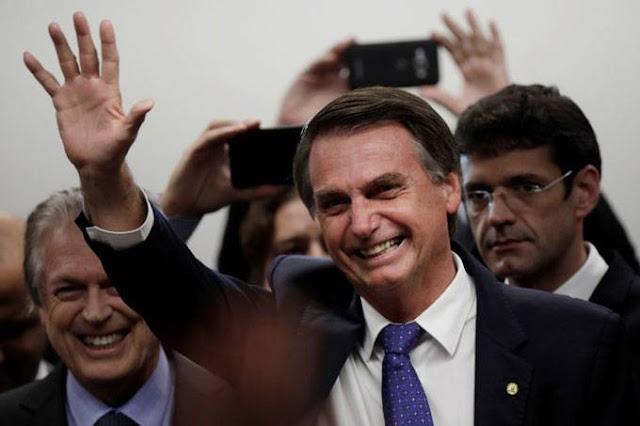 Bolsonaro lidera com 26,6% e 4 disputam 2º lugar, aponta Paraná Pesquisas