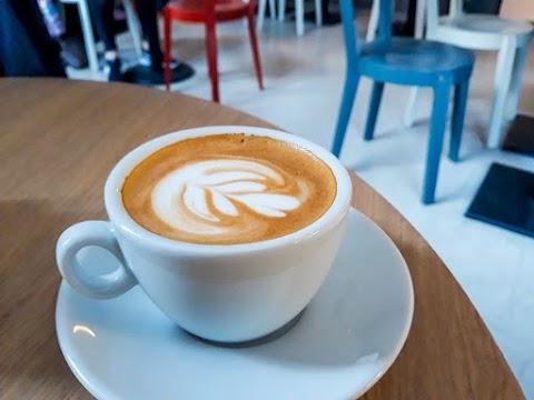Odpoledne v kavárně - Café Záhorský