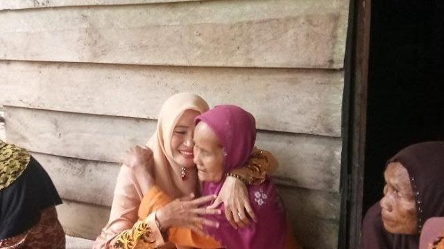 nenek saliah di aceh singkil tinggal dalam gelap tanpa listrik demi biaya naik haji