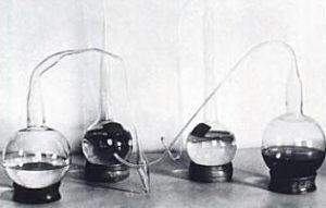 Gambar  . Percobaan Louis Pasteur