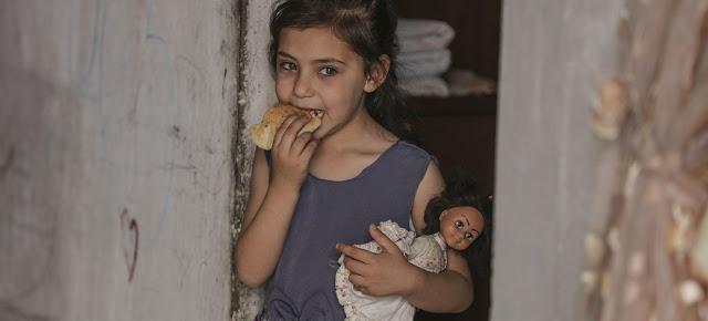 El Programa Mundial de Alimentos proporciona vales de comida electrónicos a las familias pobres y con inseguridad alimentaria de Gaza que les permiten acceder a productos locales.PMA/Wissam Nassar