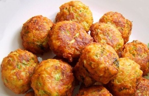 Melitzanokeftedes: a traditional Greek eggplant fritters recipe