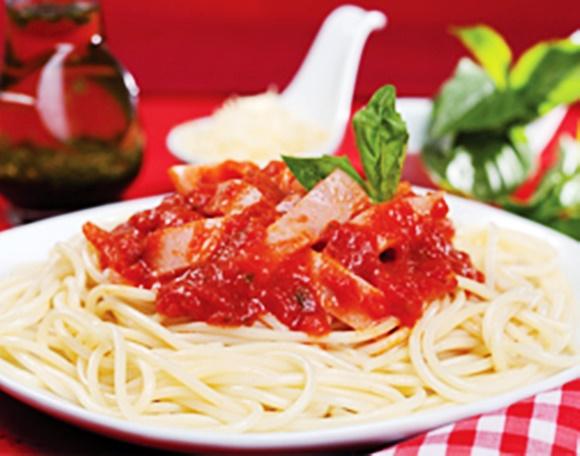 Espaguetis Con Jamon Y Salsa De Tomate