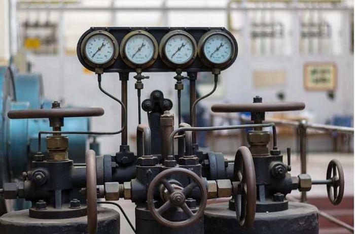 Máquina industrial con válvulas de compuerta