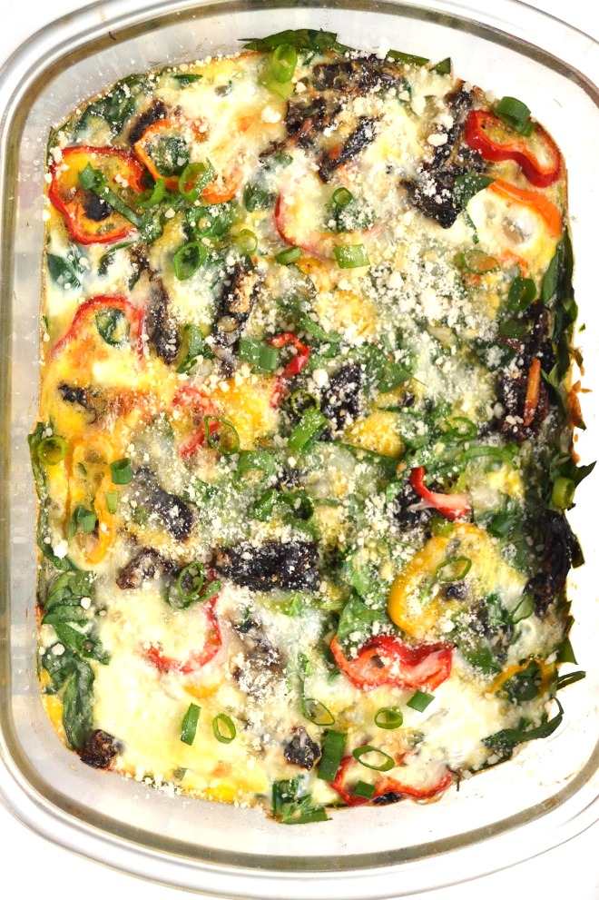 Spinach and Bell Pepper Egg Bake makes the perfect weekend breakfast or can be made ahead of time and reheated during the week. Loaded with bell peppers, green onions, sun dried tomatoes and spinach. www.nutritionistreviews.com