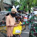 Tim Gugus Tugas Covid-19 Kabupaten Cilacap Bagikan Paket Sembako Kepada Warga