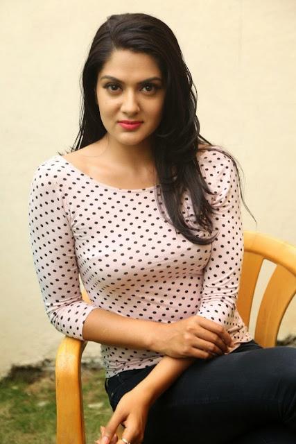 Sakshi chaudhary hot images