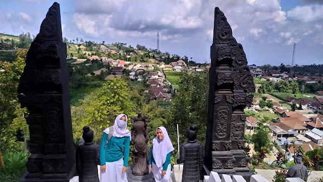Salah satu pemandangan di BUkit Sanjaya