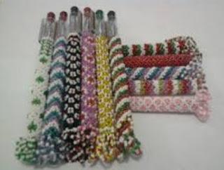 kerajinan sarung pulpen dari manik-manik
