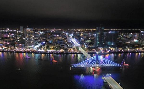 Chụp ảnh Cầu Quay Sông Hàn