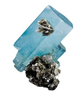 La aguamarina es la variedad celeste azulada del berilo