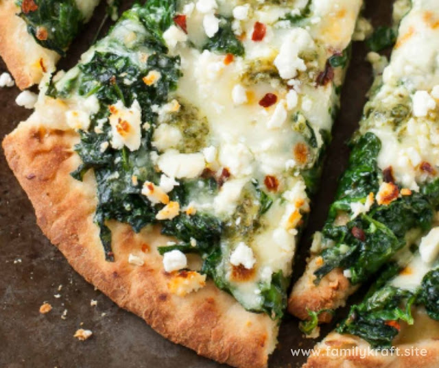 THREE CHEESE PESTO SPINACH FLATBREAD PIZZA RECIPE