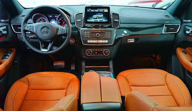 Bảng taplo Mercedes GLS 350d 4MATIC 2019 được ốp gỗ Poplar màu Đen bóng hoặc gỗ Eucalyptus