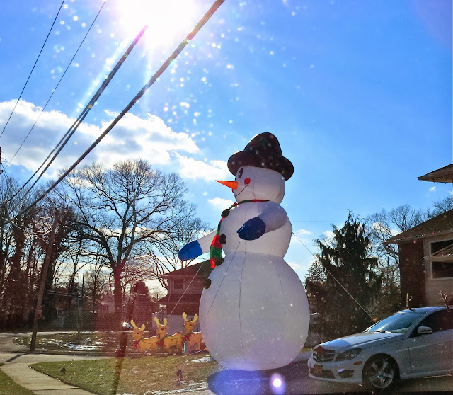 Inflatable-Snowman-Lands-on-Long-Island