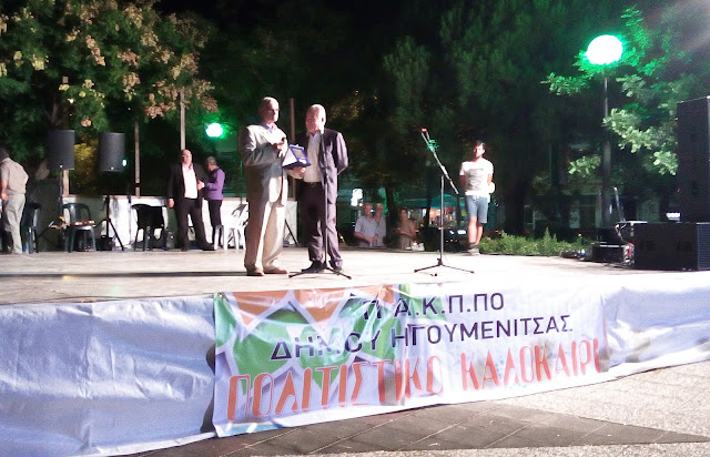 Εκατοντάδες άτομα αποθέωσαν τον τραγουδιστή Σάββα Σιάτρα, στην τιμητική γι' αυτόν εκδήλωση του δήμου Ηγουμενίτσας