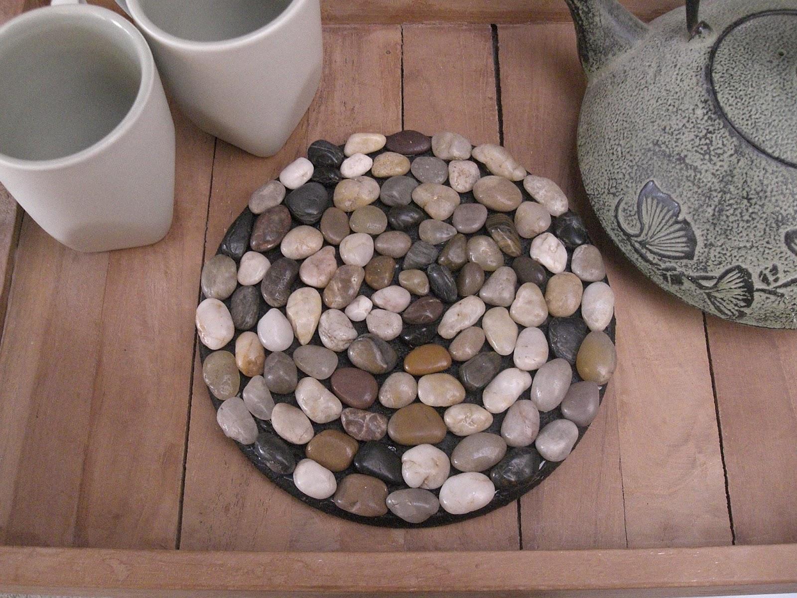 gabulle in wonderland dessous de plat en galets pour maman nature et zen. Black Bedroom Furniture Sets. Home Design Ideas