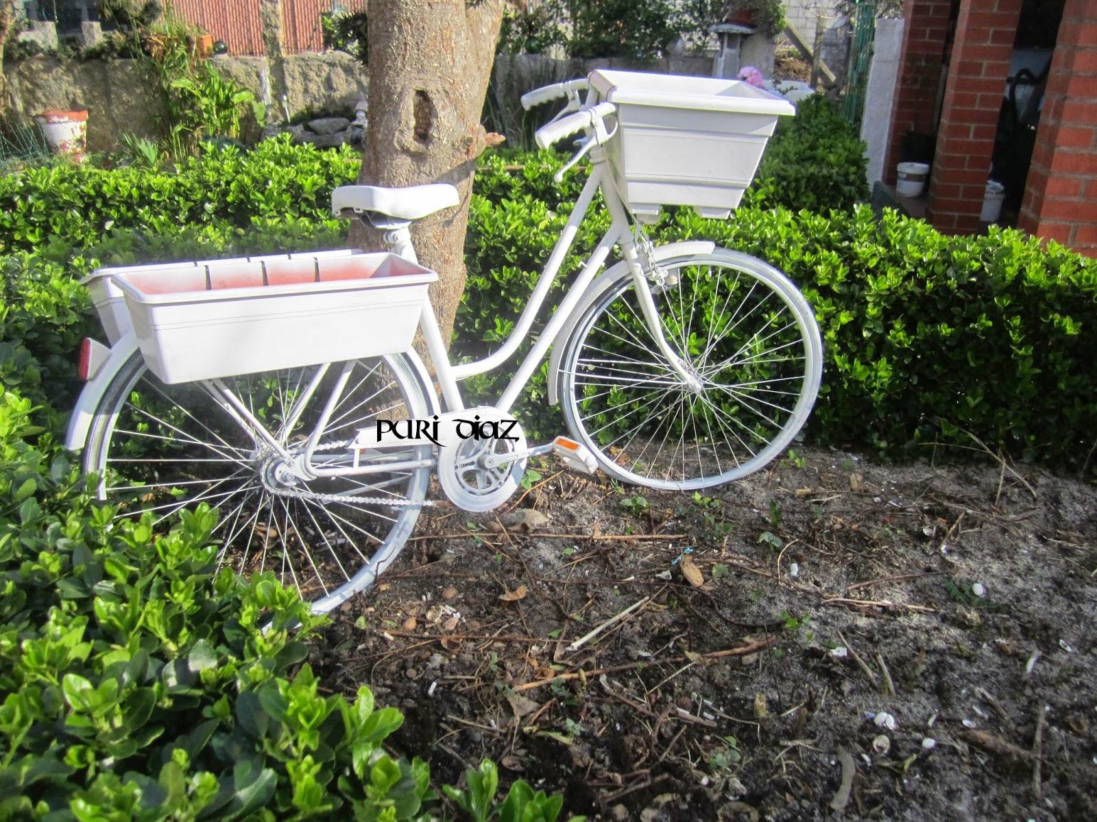 Mis manualidades y aficiones reciclar bicicleta vieja for Guardar bicicletas en el jardin