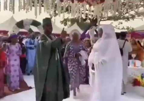 Watch the moment a Groom refused to dance at his wedding as he warns the MC to stop forcing him to dance (Video)