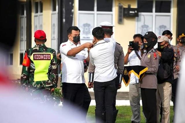 Pimpin Apel Gelar Pasukan Operasi Ketupat 2021 , Bupati Sutan Riska Sampaikan Amanat Kapolri    dutametro