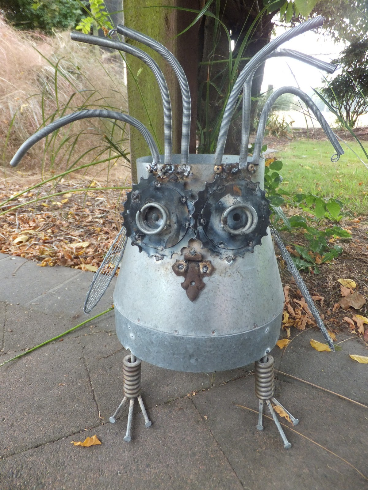 Creative Ruralgirl Scrap Metal Art Owl