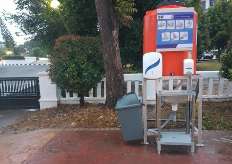 Bright PLN Batam dan Pemko Batam Bersatu Siapkan Tempat Cuci Tangan di Pusat Keramaian
