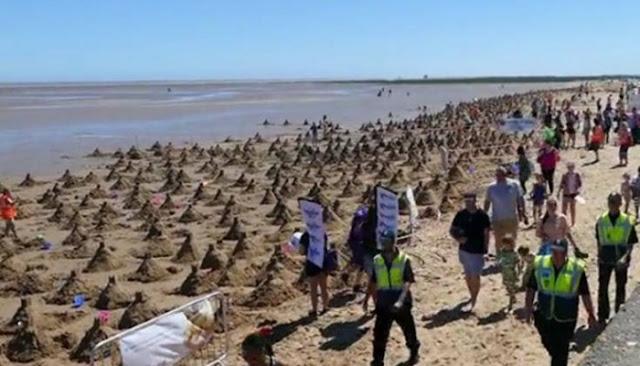 Εκατοντάδες κάστρα στην άμμο για ένα παγκόσμιο ρεκόρ (βίντεο)