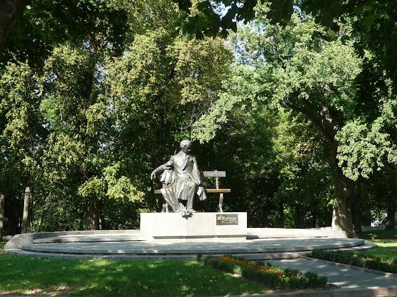 Чернігів. Дитинець. Парк. Пам'ятник Т. Г. Шевченку. 1992 р.