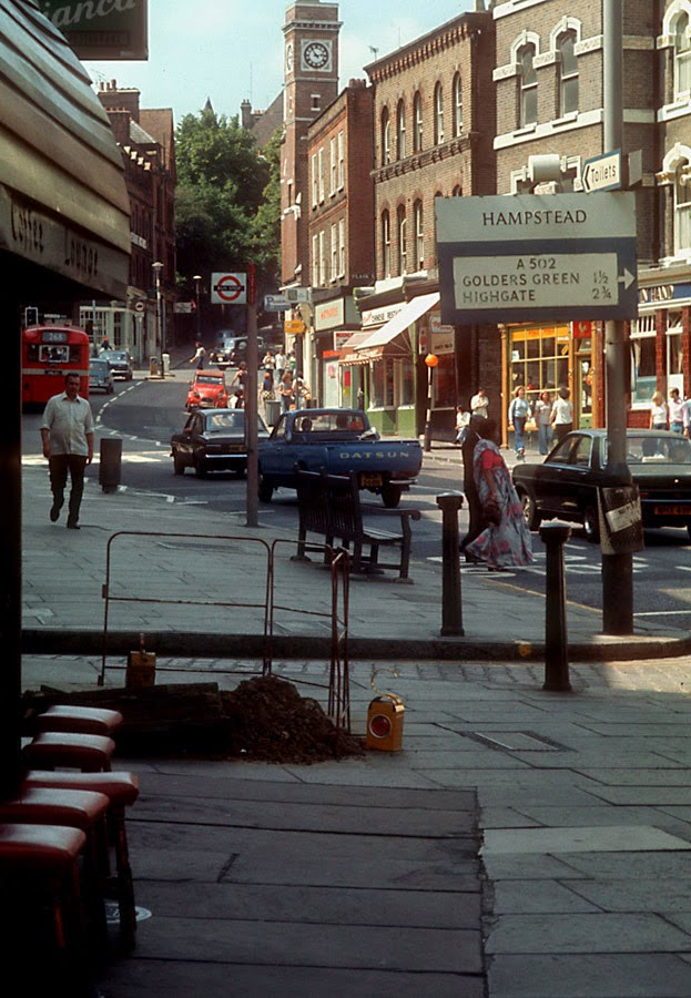28 Color Photographs Captured Street Scenes of London in the 1970s  vintage everyday