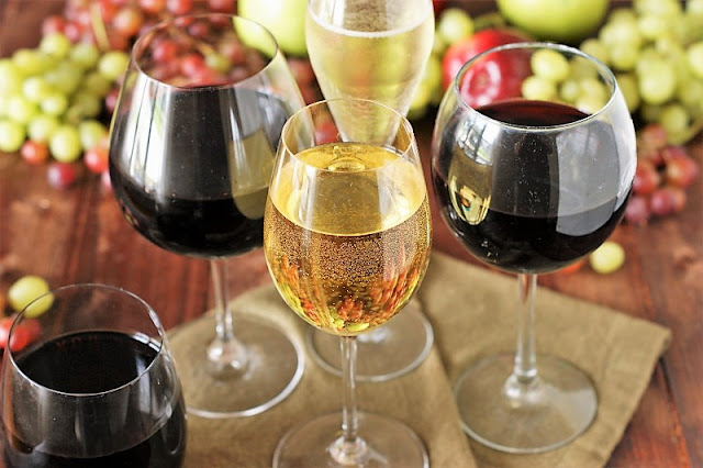 Choosing the Right Wine Glass Image