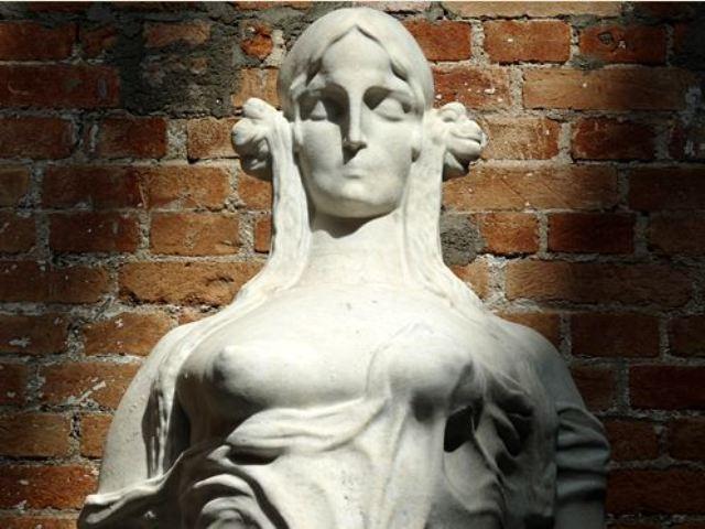 Francisca Júlia no cinzel de Brecheret