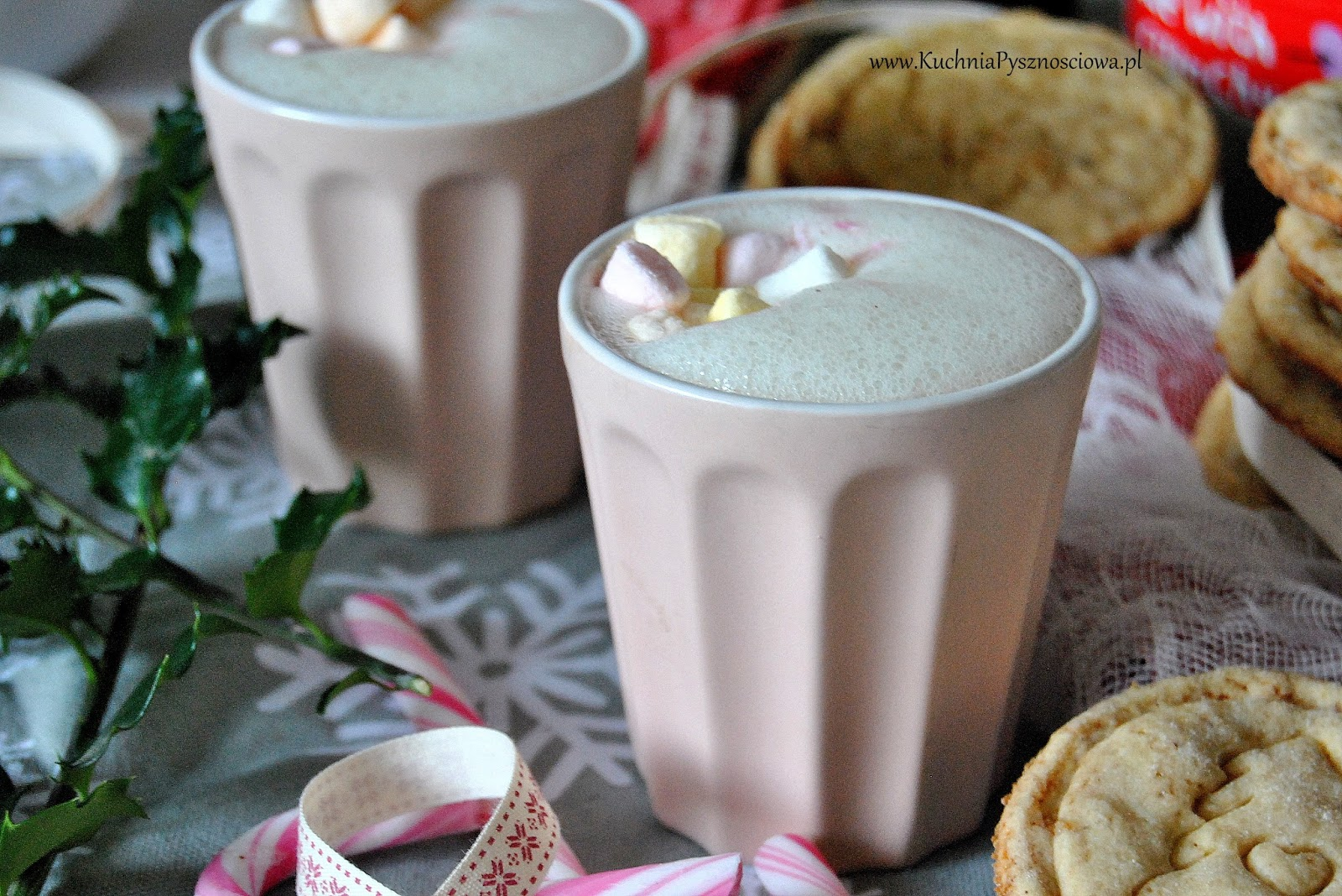 565. Biała czekolada na gorąco z piankami i lawendą