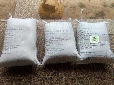 Benih padi yang dibeli   ANA FAHMAWATI, Tuban, Jatim.  (Setelah packing karung ).