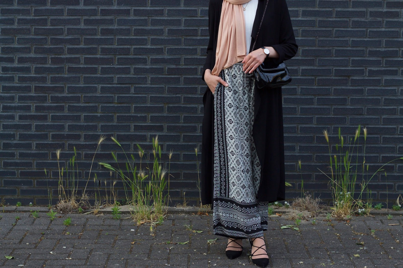 Long jacket and Loose-fit Trousers