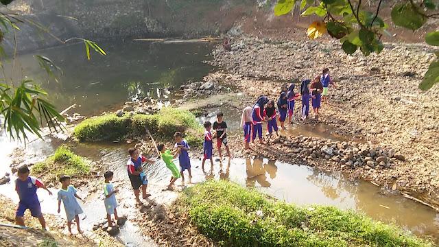 Guru Penggerak Cilacap Gerakkan Gotong Royong Pada Siswa di SD Negeri Pegadingan 07 Cipari