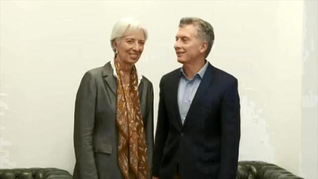 Peso argentino se desploma tras anuncio de Macri sobre FMI