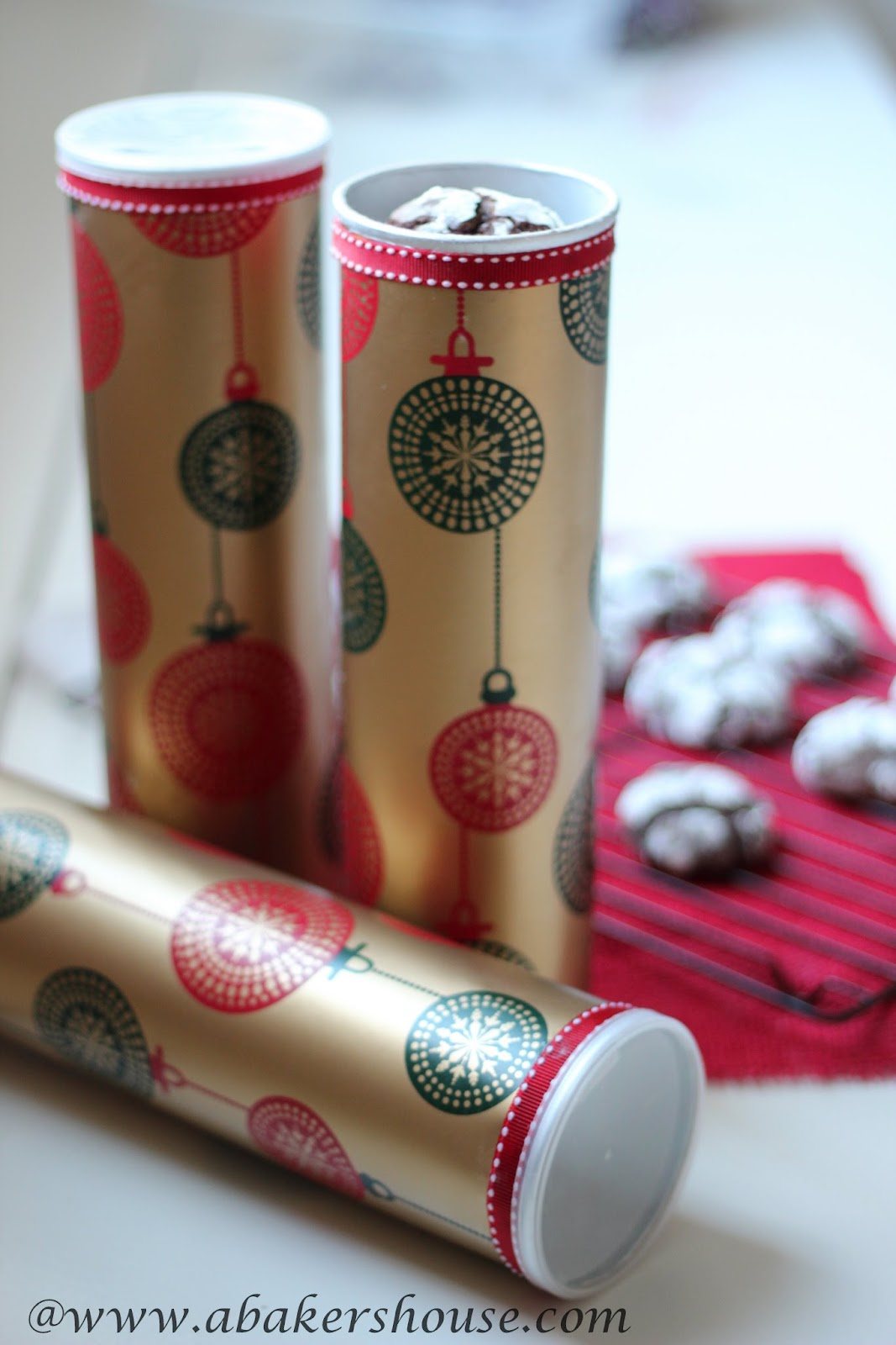 Decorated Pringles cans make great packaging for cookies