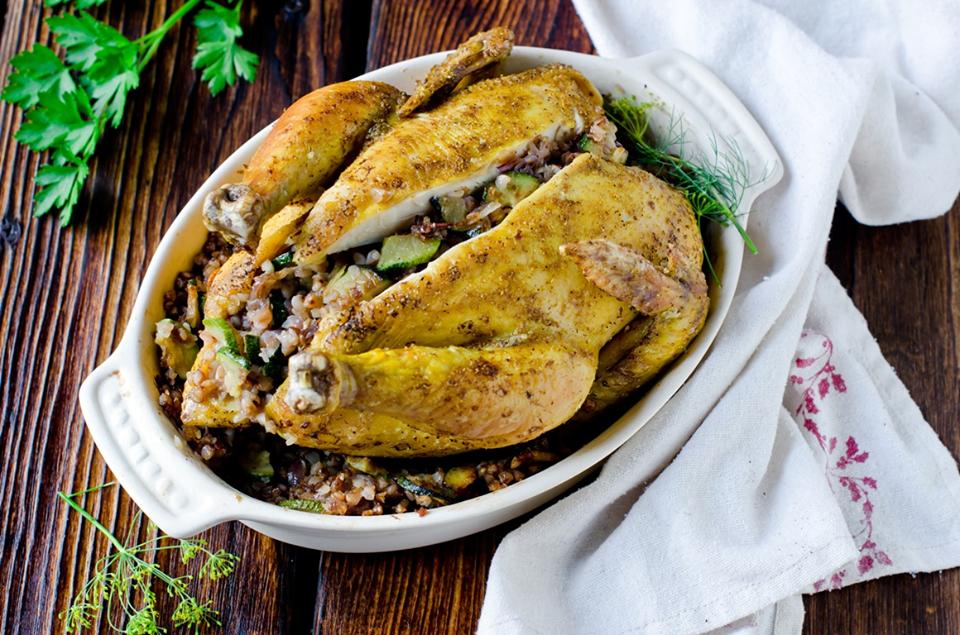 Курица, фаршированная гречкой: блюдо 2 в 1 - вкусно, сытно, не нужно думать о гарнире