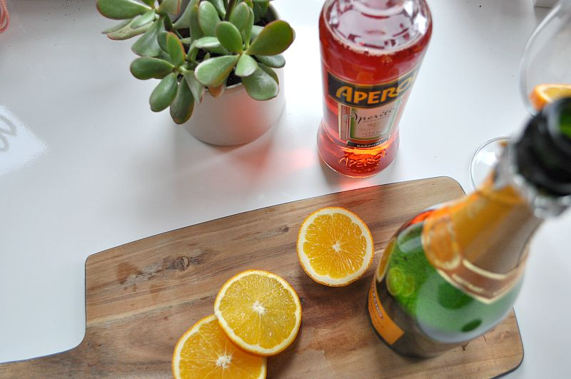 Creating your Aperol Spritz