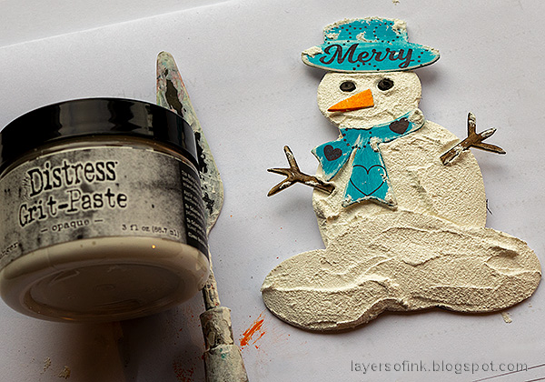 Layers of ink - Snowman with DIY snow tutorial by Anna-Karin Evaldsson. Add grit paste to the snowman.