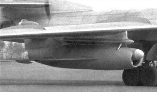 O KS-1 Kometa sendo transportado no bombardeiro Tu-16