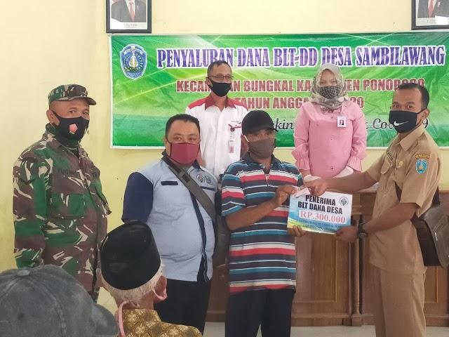70KK Warga Desa Sambilawang Menerima Pencarian BLT-DD Tahap Keempat
