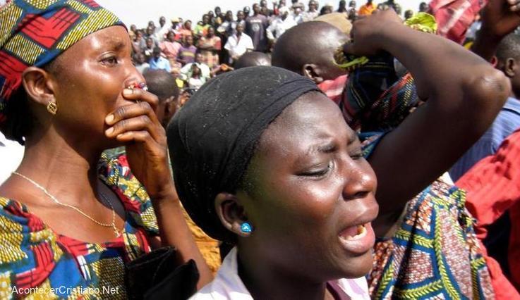 Mujeres cristianas nigerianas llorando la muerte de familiares