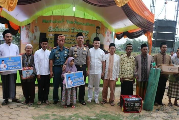 Pemprov Memberikan Bantuan Untuk Renovasi Masjid Dan Santunan Yatim Lansia