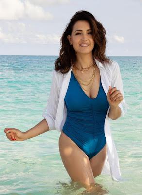 Caterina Balivo costume blu vendita asta su eBay per beneficenza