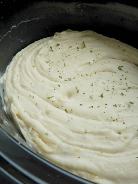 3-step crock pot mashed potatoes (sweetandsavoryfood.com)