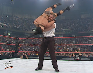WWE / WWF - Armageddon 2000 - Val Venis bodyslams Chyna in their singles match